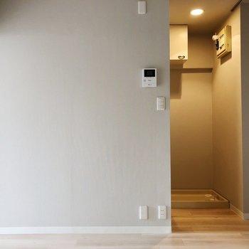 奥がお風呂場になってます※写真は3階の同間取り別部屋のものです