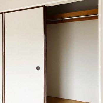 押入れにハンガーレールを添えて!※写真は3階の同間取り別部屋のものです