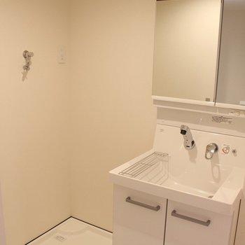 使いやすそうな洗面台!※写真は1階の同間取り別部屋のものです。