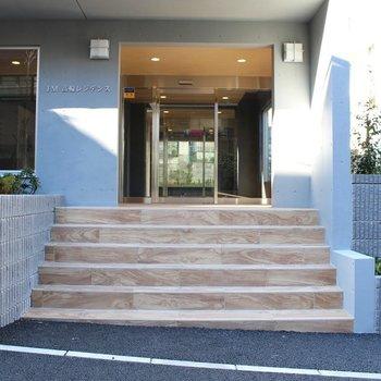 建物入口から溢れる高級感