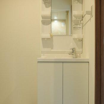 独立洗面台もあります。 ※写真は5階の同間取り別部屋のものです