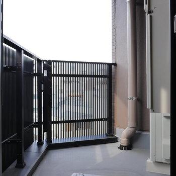 バルコニーは広さ十分。 ※写真は5階の同間取り別部屋のものです