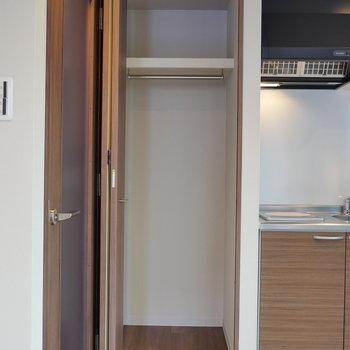 収納はコンパクト。 ※写真は5階の同間取り別部屋のものです