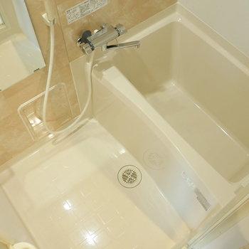 浴室もピカピカ。 ※写真は5階の同間取り別部屋のものです