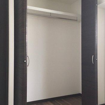 4.5帖の洋室には、大きめのクローゼットがあります