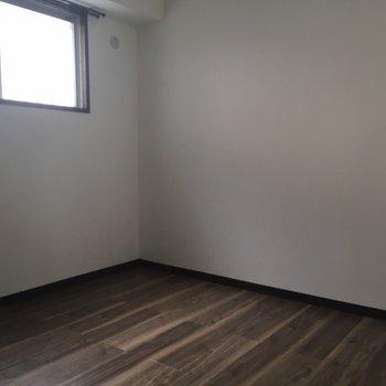 4.5帖の洋室は日当たりがあまりよくないので、寝室にいかがでしょう