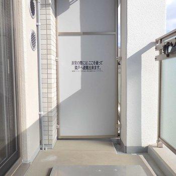 バルコニーも間取りの割にかなり広め。※写真は12階の反転間取り別部屋のものです。