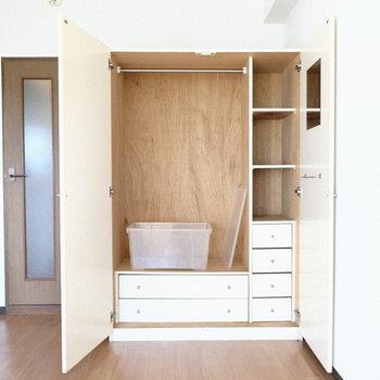 収納は大きめ○※写真は3階の反転間取り別部屋、モデルルームのものです