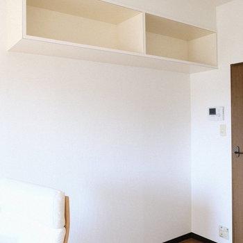 観葉植物や写真立てを飾るのもいいなあ。※写真は3階の反転間取り別部屋、モデルルームのものです