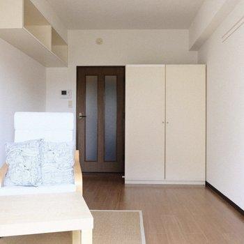 家具は白に揃えてもいいなあ。 ※写真は3階の反転間取り別部屋、モデルルームのものです