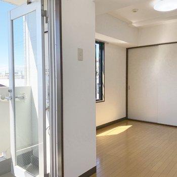 全体的に明るい印象のお部屋です。※写真は4階同間取り別部屋のものです