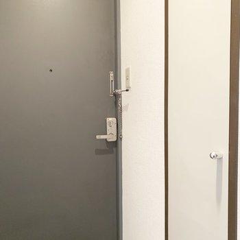 玄関はこんな感じ。※写真は4階同間取り別部屋のものです
