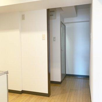 廊下はこんな感じ。※写真は4階同間取り別部屋のものです