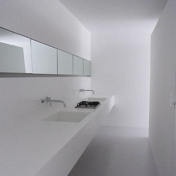 キッチン※写真は1階の同間取り別部屋のものです