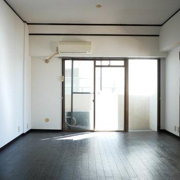 お部屋の中央に位置するのでそこまで自然光は入ってきません