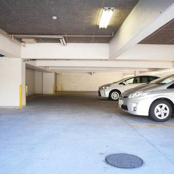 駐車場は建物の1階にあります
