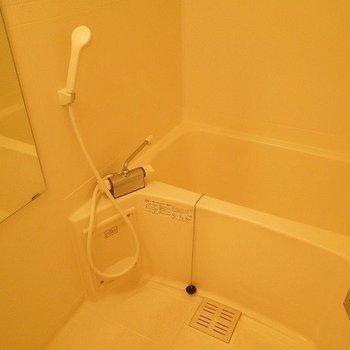 お風呂は使用感あり ※写真は前回募集時のものです。