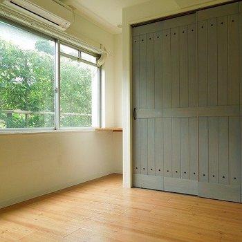 水色の扉がかわいい。 ※写真は前回募集時のものです。