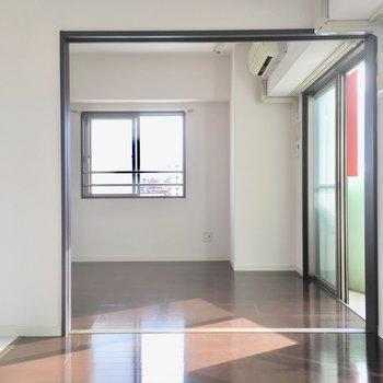 洋室は2面採光!窓からはしっかりと太陽の光が入ります。