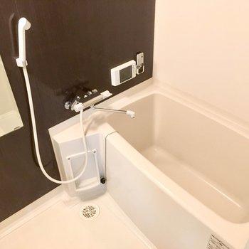 お風呂にはテレビもついています。長風呂になること間違いなしですね。