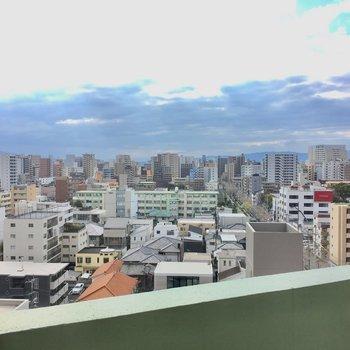 さすが12階の景色!薬院の街が一望です。