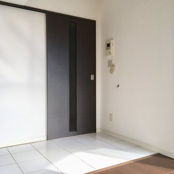 ドアの横にはリードフックも付いていますよ。