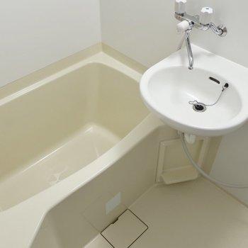 浴室と洗面はご一緒さんですよ