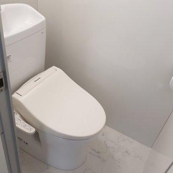 トイレはウォシュレット完備で設備しっかりです