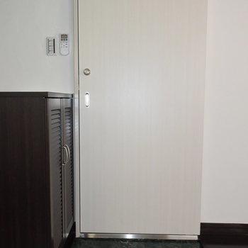 すっきりとした玄関スペースです
