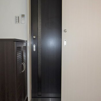 共用部の階段とは2重扉になっているので、安心です