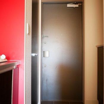 玄関横にはシューズクローゼットありますよ!※写真は別部屋