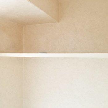 ペーパーストックは上の棚に。