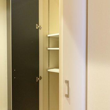 廊下にある収納は、マルチに使えそう○(※写真は清掃前のものです)