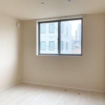 リビング隣の洋室は左寄せにベッドを置きたい!