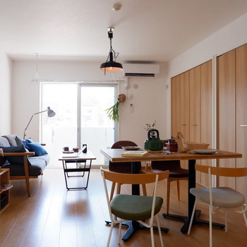 西日が1日を長く感じさせてくれます。※家具はサンプルです