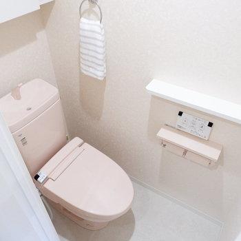そしてトイレにもピンク。まるでお花畑。※家具はサンプルです