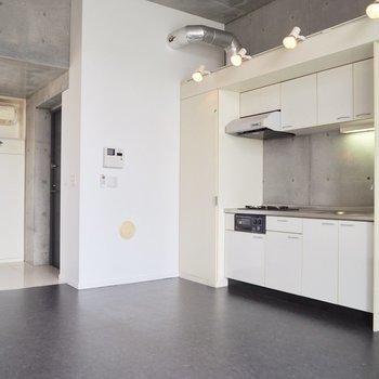 お部屋に合った白いキッチン