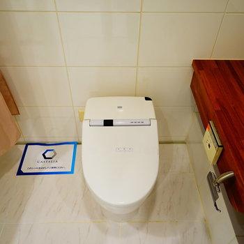 トイレもすっきりタンクレス!※写真と文章は5階の反転間取り別部屋のものです