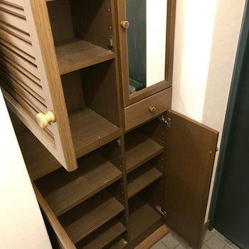 シューズBOXも大きめ!鏡があるのでお出かけ前にチェックできるよね。(※写真は8階の同間取り別部屋、一部改装中のものです)