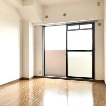 こちらは完全個室。2人の寝室にちょうどいい。(※写真は8階の同間取り別部屋、一部改装中のものです)