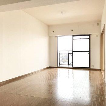 ゆったりとしたわたしたちの空間。(※写真は8階の同間取り別部屋、一部改装中のものです)