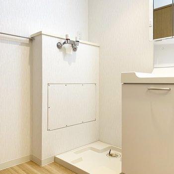 隣に洗濯機スペース