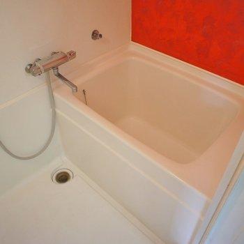 バスルームも赤に染めて。。。