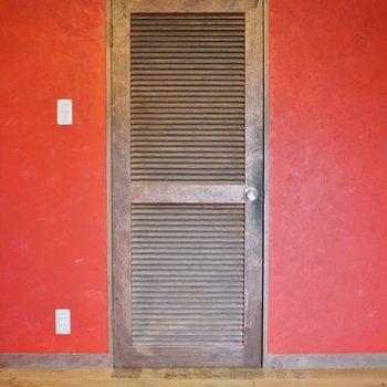 サニタリーの入り口扉もお洒落。