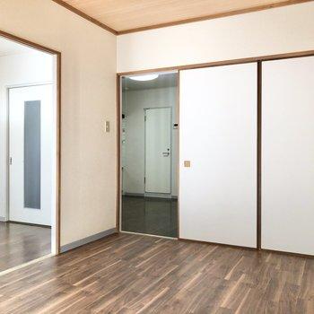 【洋室①】写真左の洋室へ行ってみましょう