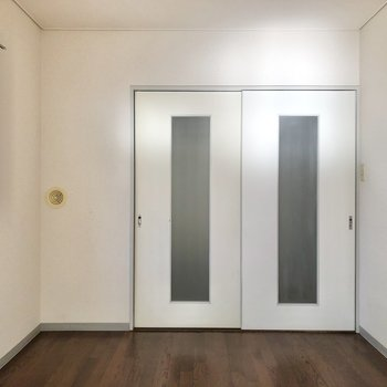 【洋室②】ドアの横に本棚を置いても良さそう