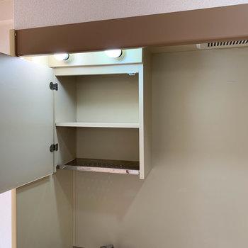 キッチン上にも棚がついてますよ。