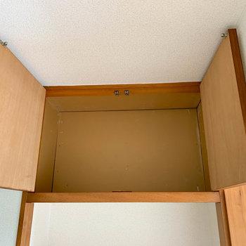 廊下側の収納上段です。たまにしか使わないものは、ここに収納かな。