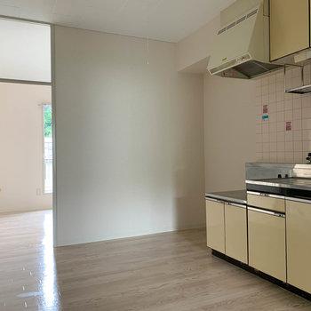 【DK】キッチン奥の先にはもう1つお部屋があります。