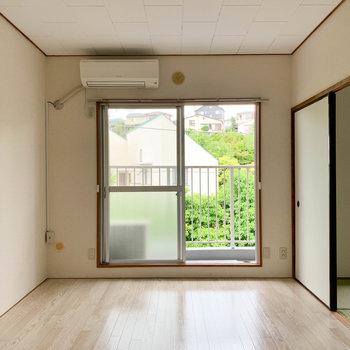 【洋室6帖】さて、洋室から見て行きましょう。こちらがリビング的空間でしょうか。